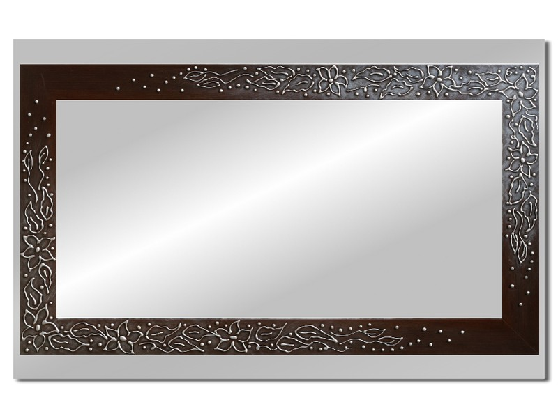 Grote spiegel met houten lijst 112 x 72 cm. L00029R