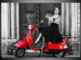 Glas Schilderij Scooter, Vrouw | Zwart, Wit, Rood